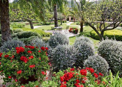 exterior-gardens2